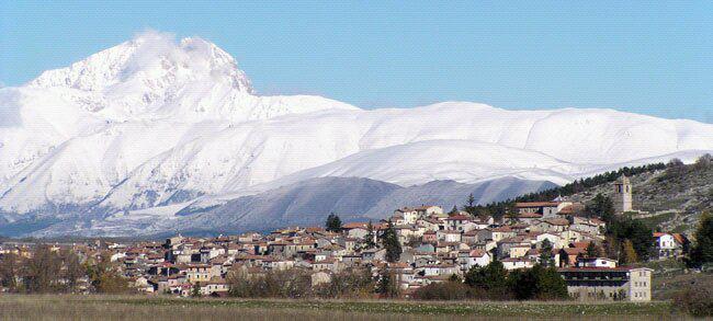 rocca_di_cambio_1430m_abruzzes_Italie.jpg